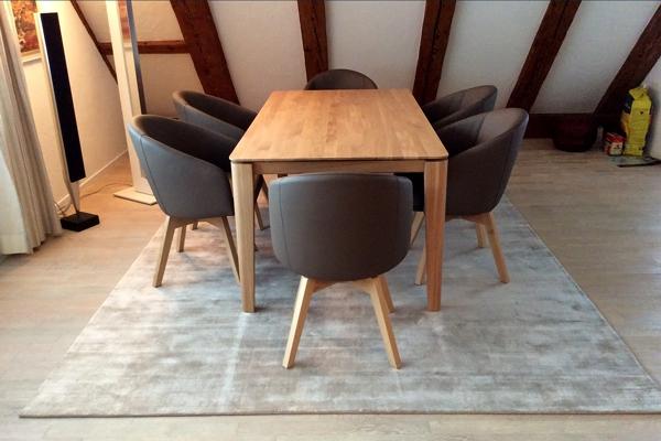 2018 DEKO Wohnatelier Tisch-Stuehle-Teppich